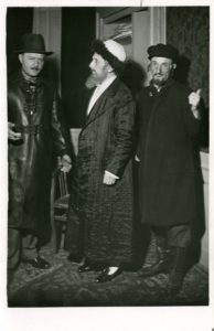 Csodarabbi, Fenyő Emil – Gellért Lajos és ismeretlen 1935. Fotó: Solty Kató